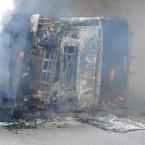 Carretas batem e pegam fogo na BR-364 no Médio Norte; motorista ferido