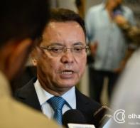 Deputados acusam governador de agir com desrespeito por não renovar contrato e não pagar professores