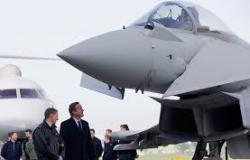 Bomba britânica leva mensagem para o Estado Islâmico: 'Com amor, de Manchester'