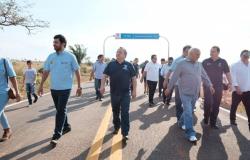 Taques e Duarte inauguram 22 km de estradas em Jaciara e Juscimeira