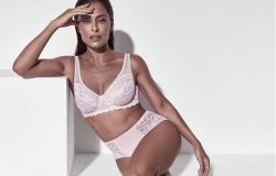Juliana Paes posa poderosa com lingerie rendada