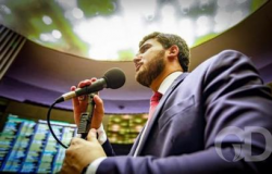 Emanuelzinho defende pai em primeiro discurso na Câmara
