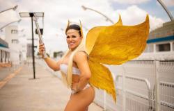 """Rainha de Bateria Bicampeã do Carnaval de SP, posa inspirada na """"Fada dos Deuses"""""""