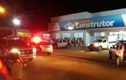 Um assaltante é morto e outro baleado  por proprietário do estabelecimento em MT