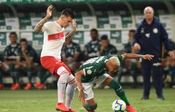 Com gol de Deyverson, Palmeiras volta a vencer e segue invicto no Brasileirão