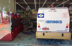 Polícia surpreende ladrões de carro forte e mata 3 dentro de mercado em Cuiabá