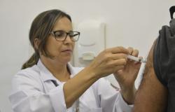Ministro diz que baixa adesão a vacinação pode comprometer hospitais