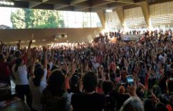 Professores aprovam greve a partir do dia 27