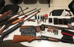 Polícia Civil cumpre mandados e aprende armas e munições durante investigações de homicídio