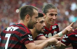 Com média de campeão, Flamengo encara Inter