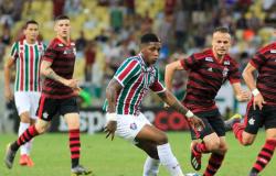 Flamengo vence Fluminense e aumenta distância para o Palmeiras