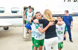 Primeira-dama leva alunos do Bom de Bola Bom de Escola para voo panorâmico