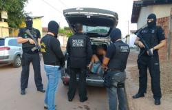 Polícia Civil prende dois suspeitos por homicídio de rapaz encontrado carbonizado em zona rural