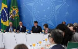Bolsonaro recebe bancada do agro, pede apoio para o Brasil e exploração de mineração em terras indígenas