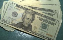 Dólar cai para R$ 5,23, mas fecha semana com alta de quase 3%