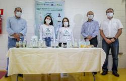 Parceria entre Governo de Mato Grosso, UFMT e iniciativa privada garante produção de álcool gel