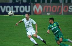 Cuiabá vence Chapecoense de virada e assume liderança da Série B