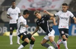 Corinthians e Botafogo empatam em partida de muitos gols e polêmica
