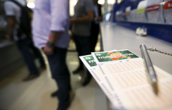 Sorteio da Mega-Sena pode pagar R$ 6 milhões neste sábado