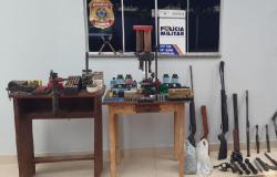 Ação integrada prende pai e filho com arsenal de armas e munições em Querência
