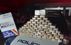 Policiais interceptam caminhonete e encontram 68 tabletes de pasta base de cocaína avaliada em R$ 2 milhões