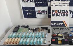 Policiais prendem dupla que planejava roubo, recupera dois carros e apreende pistola no Bairro Dom Aquino