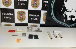 Dois homens são presos em flagrante traficando drogas próximo a escola