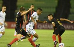 Santos empata e avança na pré-Libertadores