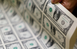 Dólar sobe para R$ 5,67, mas cai 0,81% na semana