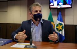Governador articula para vacinar profissionais da Educação de Mato Grosso