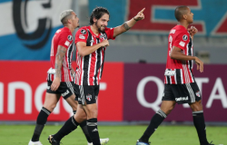 Libertadores: São Paulo vence fácil e Flamengo vira na Argentina