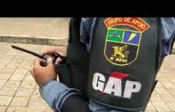 Policiais do GAP ajudam a salvar bebê engasgado com leite materno