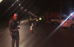 Quatro presos e 19 veículos apreendidos na madrugada na operação da  Lei Seca