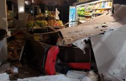 Bandidos explodem caixa eletrônico e destroem supermercado em VG