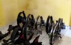 Peças de mais de 60 motocicletas roubadas são localizadas pela Polícia Civil em casa na Capital
