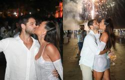 Sabrina Sato e Duda Nagle dão beijão na chegada de 2020