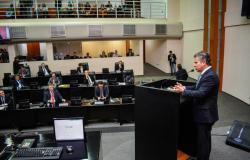 Em ato inédito, governador debate gestão estadual com deputados