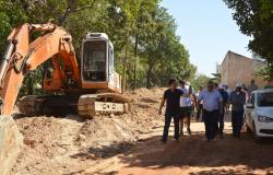 Emanuel vistoria qualidade das obras de pavimentação em bairros da Região Sul