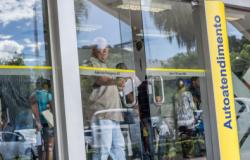 Bando quebra parece e invade banco no Centro de Cuiabá
