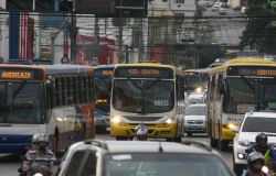 Numero de ônibus devera subir para 80% nesta quarta-feira e situação deve ser normalizada ate segunda-feira.
