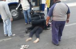 jovem é atropelada por ônibus em Várzea Grande.
