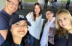 "Atriz Camila Mendes de ""Riverdale"" visita a família a no Brasil."