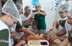 Custodiadas de unidade prisional feminina aprendem a fazer molhos e conservas