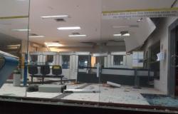 Criminosos explodem caixa eletrônico, mas fogem sem levar nada