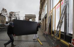 Movimento de 'coletes amarelos' faz vendas de final de ano despencarem na França