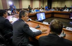 Governo se reúne com Fórum Sindical e mostra situação financeira do Estado