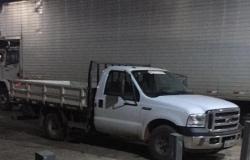 Caminhonete furtada em estacionamento de supermercado é recuperada no mesmo dia
