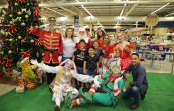 Chegada do Papai Noel Comper emociona crianças e adultos
