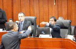 Grupo de oposição tenta impedir término de CPI