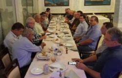 Partidos buscam nome para enfrentar Taques